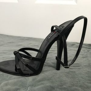 2b82bc61f071 Womens Size 8 Black Heels by Devious - never worn